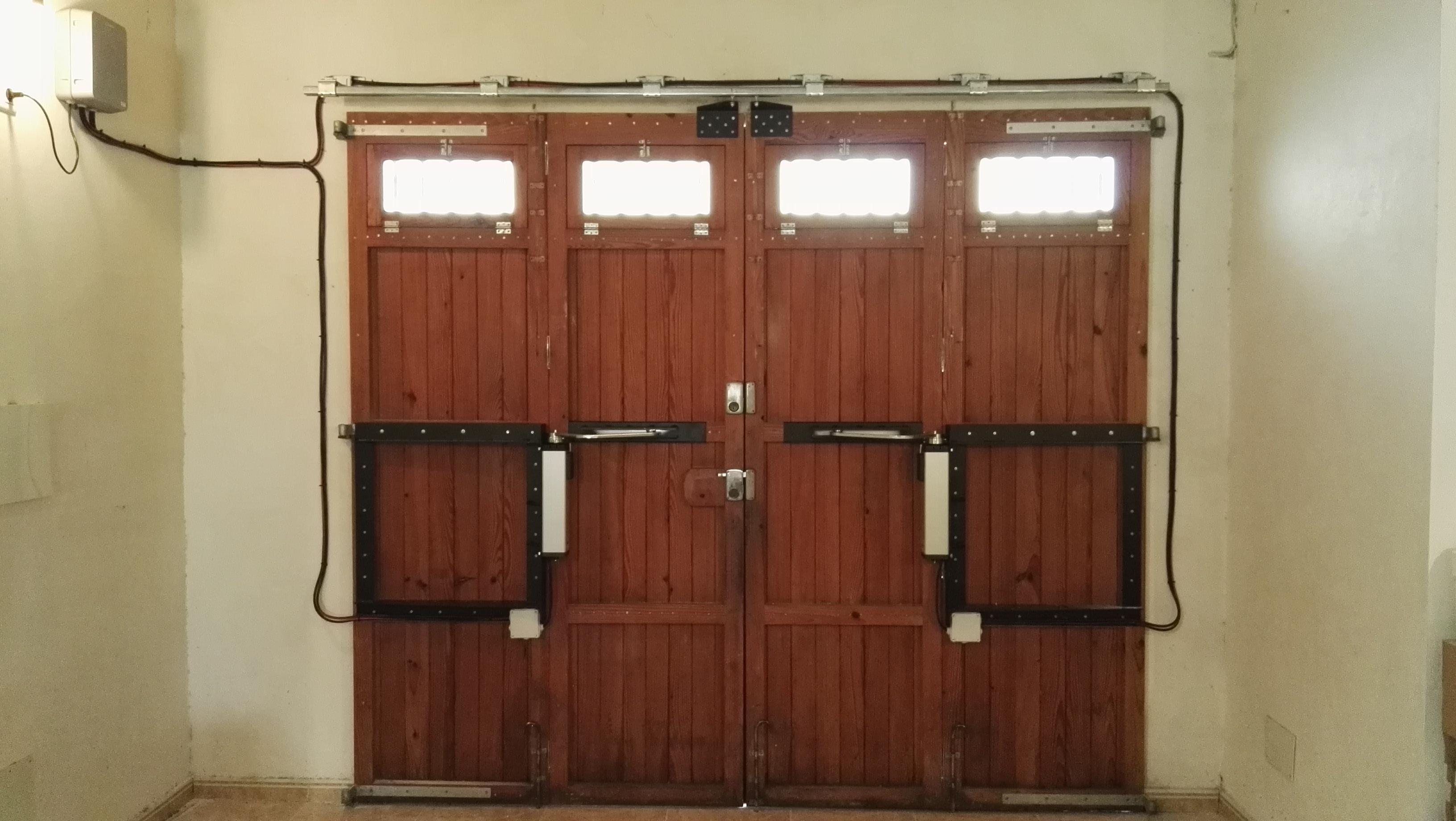 Automatizaci n de puertas batientes de 4 hojas ferreria - Automatizacion de puertas ...